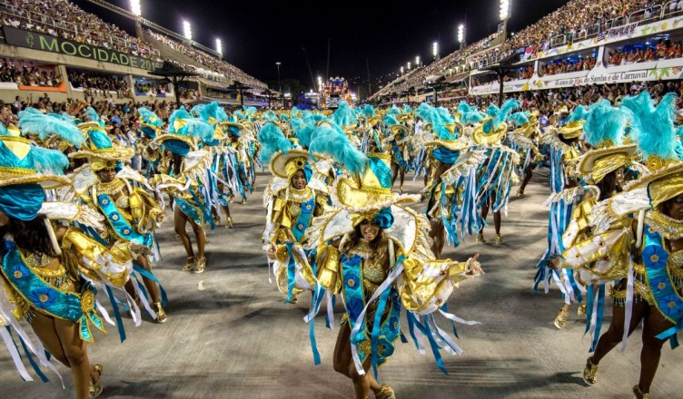 170223142849-rio-carnival-samba-parade-super-169