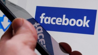 Facebook-Logo-Man-Phone-Hands-Reuters-720-624x351
