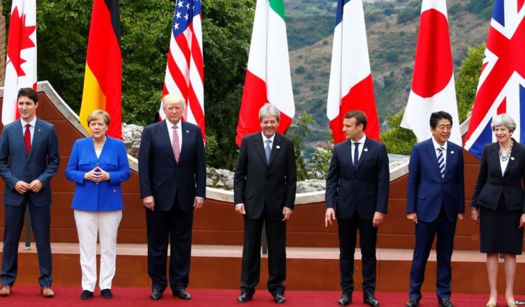 From L-R, European Council President Donald Tusk, Canadian Prime Minister Justin Trudeau, German Chancellor Angela Merkel, U.S. President Donald Trump, Italian Prime Minister Paolo Gentiloni, French President Emmanuel Macron, Japanese Prime Minister Shinzo Abe, Britain's Prime Minister Theresa May and European Commission President Jean-Claude Juncker pose for a family photo during the G7 Summit in Taormina, Sicily, Italy, May 26, 2017. REUTERS/Tony Gentile