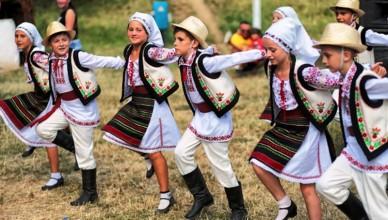 Cernauti-Intalniri-Bucovinene-Festival-Folclor-copii-foto-Nicolae-Hauca-600px