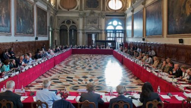 Comisia-de-la-Veneţia