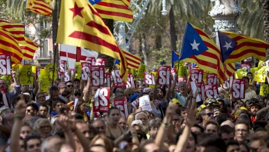 BARCELONA, SPAIN - SEPTEMBER 21: Thousands of demonstrators gather with flags and banners in front of the Barcelona courts, claiming the release of detainees in the operation of the Spanish police against the process of independence in Barcelona, Spain on September 21, 2017. Albert Llop / Anadolu Agency
