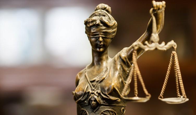 justiție..