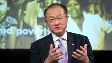 World Bank Group President Jim Yong Kim participates in Global Voices on Poverty, a discussion on how to end poverty, during the 2013 World Bank/IMF Spring meetings in Washington on April 19, 2013.     AFP PHOTO/Nicholas KAMM