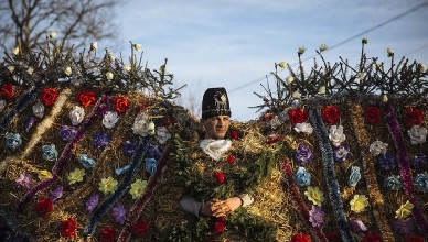 epaselect epa04590428 (16/22) A local man wearing a costume as bear, made of hay and reed parades during celebrations of the winter festival of Malanka in the village of Krasnoilsk, western Ukraine, 14 January 2015. 'Malanka'- or 'Old New Year Celebrations' is one of the most popular traditional festivals in Western Ukraine celebrated every year between the 13th and 14th of January, which is New Year's Eve in accordance with the old Julian calendar. During these two days of celebration, locals, young and old, wear traditional masks and carnival costumes and stroll from house to house singing carols, wishing households good luck, while at the same time playing pranks or performing short plays.  EPA/ROMAN PILIPEY PLEASE REFER TO THIS ADVISORY (epa04590412) NOTICE FOR FULL PACKAGE TEXT ** Usable by LA, CT and MoD ONLY **