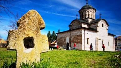 Biserica-domneasca-Sfantul-Nicolae-din-Curtea-de-Arges-20110220212633
