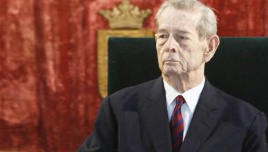 Regele Mihai I si principesa Margareta decoreaza o serie de personalitati din Romania si din Europa, la Palatului Elisabeta din Bucuresti, joi, 25 octombrie 2012. (Eduard Enea)