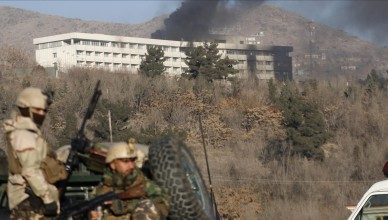 KAB01  Kabul  Afghanistan   21 01 2018 - Smoke billows from the Intercontinental hotel after an attack by armed gunmen in Kabul  Afghanistan  21 January 2018  A group of armed insurgents on 20 Januaary attacked Kabul s Intercontinental Hotel  a luxury establishment frequently visited by foreigners  It is still unclear if the attack resulted in any casualties   Afganistan  Atentado  EFE EPA JAWAD JALALI
