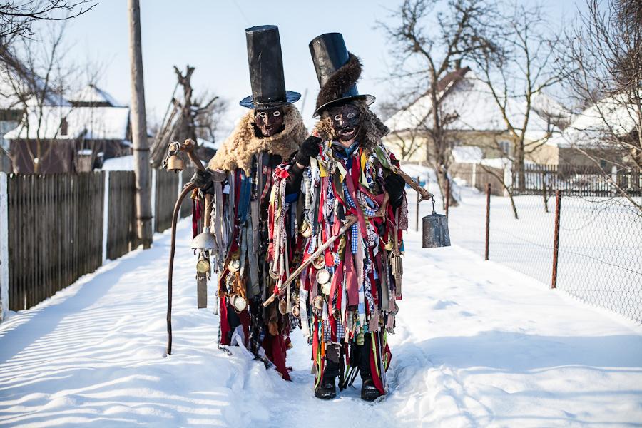Портрет участников народного праздника Маланки. Красноильск, Черновицкая область, Украина.