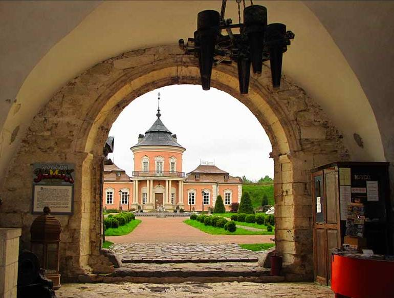 Zolochevsky-Castle_1-min