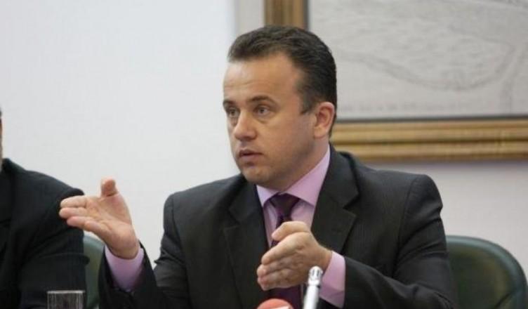 ministrul-liviu-pop-vrea-o-varianta-de-bacalaureat-pentru-romanii-de-pretutindeni-18601049