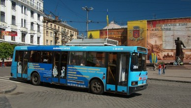 1280px-LAZ_52522_Trolleybus_in_Chernivtsi