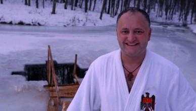 foto--igor-dodon-in-halat-prezidential-de-boboteaza-nu-renun-1484851819