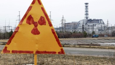 A radiation sign is seen, with a sarcophagus covering the damaged fourth reactor at the Chernobyl nuclear power plant in the background, April 4, 2011. Belarus, Ukraine and Russia will mark the 25th anniversary of the nuclear reactor explosion in Chernobyl, the place where the world's worst civil nuclear accident took place, on April 26. Engineers are still struggling to regain control of damaged reactors at the Fuskushima plant after last month's earthquake and tsunami, in the worst nuclear crisis since Chernobyl in 1986, with the government urging the operator of the plant to act faster to stop radiation spreading.   REUTERS/Gleb Garanich  (UKRAINE - Tags: ANNIVERSARY DISASTER ENERGY ENVIRONMENT) - RTR2KTBP