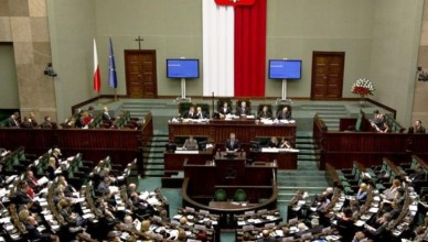 parlamentpolonez-696x537