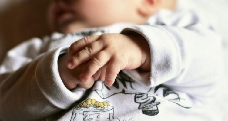 bebelus-copii-in-afara-casatoriei-864x400_c