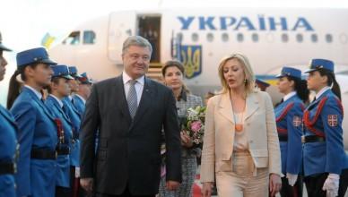 Beograd, 2. jula 2018 - Predsednik Ukrajine Petro Porosenko stigao je veceras u Beograd, gde ga je na aerodromu docekala ministarka za evropske integracije Jadranka Joksimovic. FOTO TANJUG / FILIP KRAINCANIC / bb