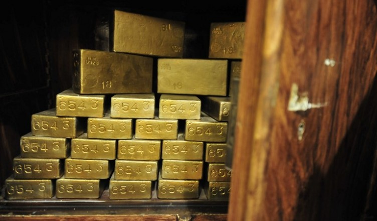 "A photo taken on November 29, 2011 shows gold ingots in an antique safe, about 100 years old, shown at the ""History of Money"" exhibition at the Hungarian National Bank in Budapest. AFP PHOTO / ATTILA KISBENEDEK (Photo by ATTILA KISBENEDEK / AFP)"