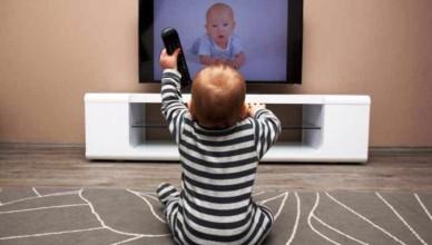cum-afecteaza-televizorul-creierul-copiilor-700x440