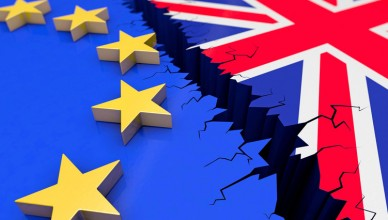 Brexit, Wahl, Austritt, EU, Großbritannien, Europa, Referendum, England, EU-Austritt, Ausstieg, Beziehung, Grafik, Illustration, Abhängigkeit, aussteigen, Gefahr, Problem, Entscheidung, Entschlossenheit, Europäische Union, Fahne, Flagge, Individualität, Integration, Isolation, Krise Minderheit, Politik, negativ, Regierung, Skepsis, Souveränität, Unsicherheit, verlassen, Konzept, Veränderung, negativ, Brixit, Darstellung, Abbildung, Bruch, 3D, aktuell, Graben, Abgrund, auseinanderbrechen, exit, Zukunft, zerbrechen, Kollaps