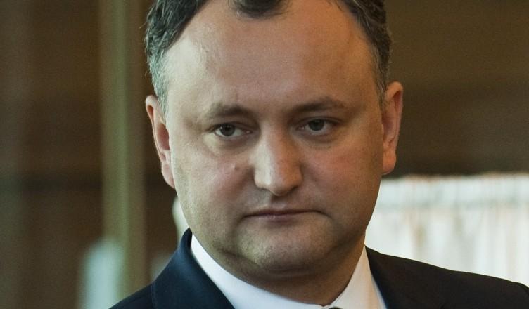 Liderul grupului socialistilor din Parlamentul moldovean, Igor Dodon,  voteaza in timpul procedurii de alegere a presedintelui in Palatului Republicii din Chisinau, Moldova, vineri, 16 martie 2012. Parlamentul de la Chisinau l-a votat vineri pe magistratul Nicolae Timofti in functia de presedinte al Republicii Moldova. Nicolae Timofti, pana in prezent presedinte al Consiliului Superior al Magistraturii, a fost ales cu votul a 62 de deputati, in conditiile in care avea nevoie de voturile a 61 din totalul de 101 membri ai Parlamentului moldovean. RADU STEFAN / MEDIAFAX FOTO