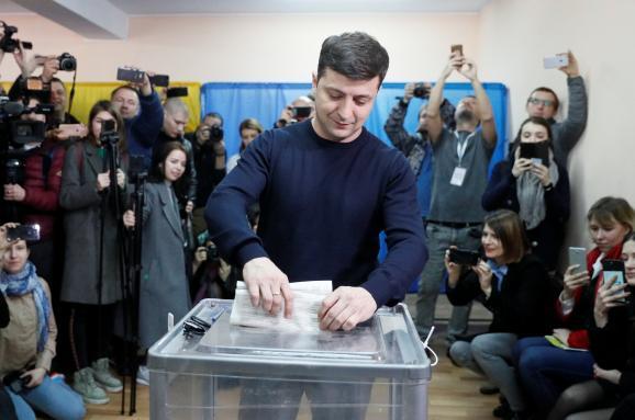 im578x383-2019-03-31T081900Z_176501255_RC138646AB60_RTRMADP_3_UKRAINE-ELECTION-ZELENSKIY