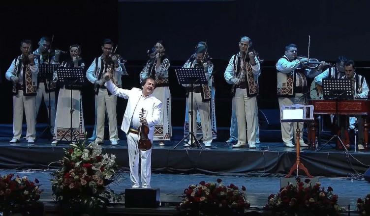 """Spectacol-""""Uniți-prin-Centenar""""-Orchestra-Lăutarii-din-Chișinău-și-maestrul-Nicolae-Botgros"""