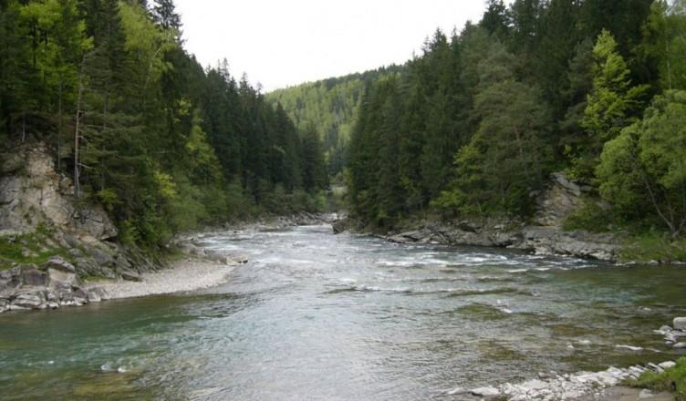 Alerta-de-crestere-a-nivelului-apei-in-raul-Prut-Unele-localitati-risca-sa-fie-inundate-56969-1557474807