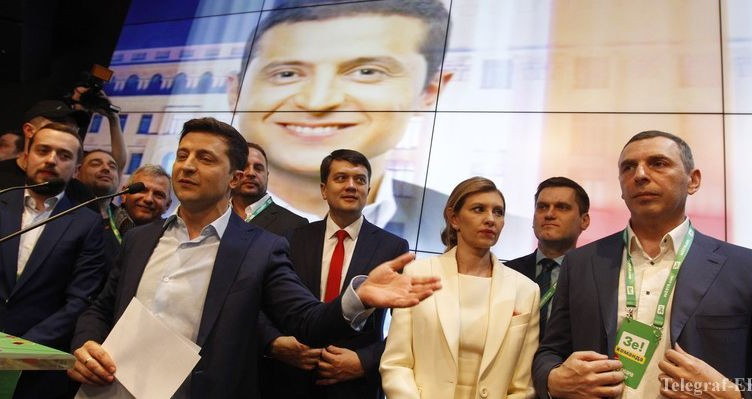 epa07520532 Ukrainian showman and comedian, and Presidential candidate Volodymyr Zelensky (2-L) reacts at his campaign headquarters following a presidential elections in Kiev, Ukraine, 21 April 2019. Ukrainians voted during the second round of Presidential elections on 21 April 2019.  EPA-EFE/STEPAN FRANKO