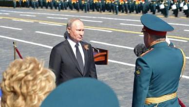 rusia_putin_militari_salut_19383700