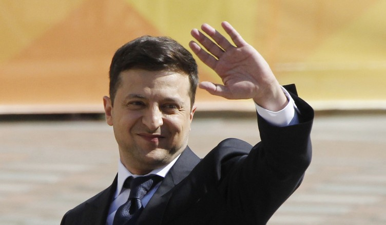 epa07586062 President-elect Volodymyr Zelensky arrives at the Ukrainian Parliament for a ceremony of his oath in Kiev, Ukraine, 20 May 2019. Volodymyr Zelensky with 73,22 percent of the votes beats out the current President Petro Poroshenko, who received 24,45 percent of the votes during the second tour of Presidential elections in Ukraine which was held on 21 April 2019.  EPA-EFE/STEPAN FRANKO