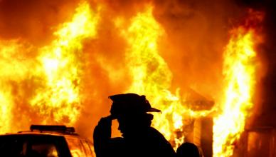 1453885575_flames_and_fireman