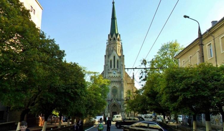 kostel-prechistogo-sertsya-isusa-1024x561
