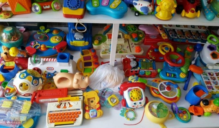 idee-ingenioasa-la-constanta-jucarii-la-kilogram-vandute-in-primul-magazin-de-jucarii-reciclate-galerie-foto-153999_71978300