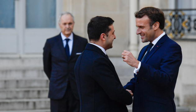 PARIS, FRANCE - DECEMBER 09: French President, Emmanuel Macron (R) welcomes President of Ukraine, President of Ukraine Volodymyr Zelensky (L) ahead of Normandy Four Summit at the Elysee Palace in Paris, France on December 9, 2019.  ( Julien Mattia - Anadolu Agency )