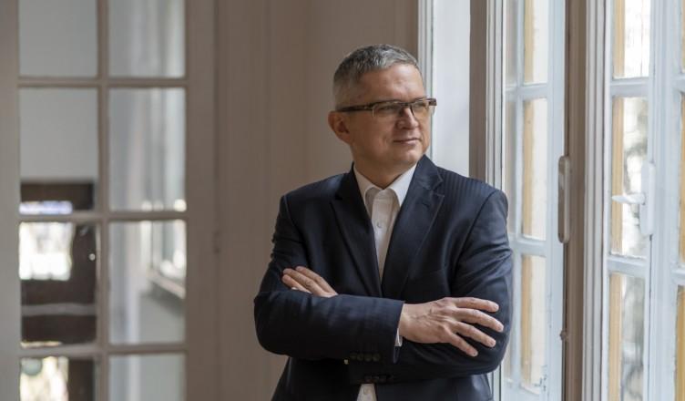 interviu-cu-senatorul-roman-de-diaspora--radu-mihail--ce-spune-despre-clasa-politica-de-la-chisinau--unire-si-diaspora-romaneasca-1524560460