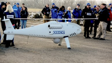 Members of the Organization for Security and Co-operation in Europe (OSCE) Observer Mission, Special Monitoring Mission in Ukraine, arrive for the test flight of the unmanned aerial vehicle Camcopter S-100? along the eastern front line near Ukraine's village of Stepanivka in the Donetsk region, about thirty kilometers from the front line between pro-Russian separatists and the Ukrainian army on March 28, 2018. (Photo by Aleksey FILIPPOV / AFP)