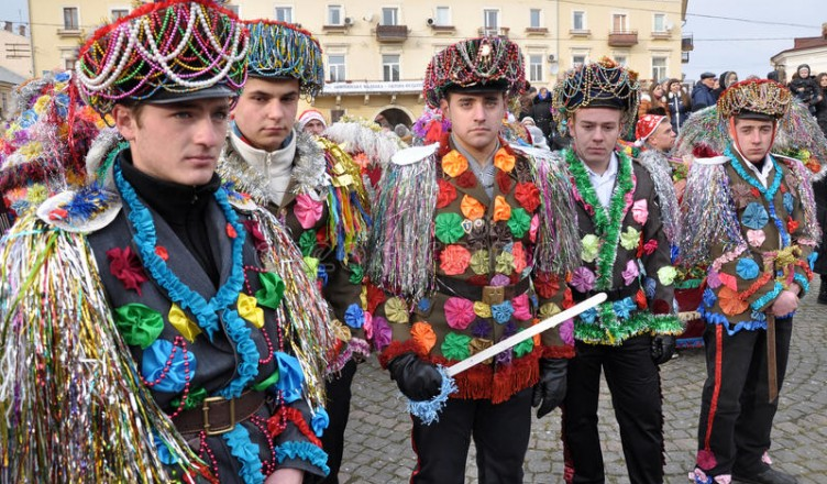 christmas-festival-malanka-fest-chernivtsi-ukraine-january-traditional-annual-days-folklore-ethnographic-ukrainian-82845085