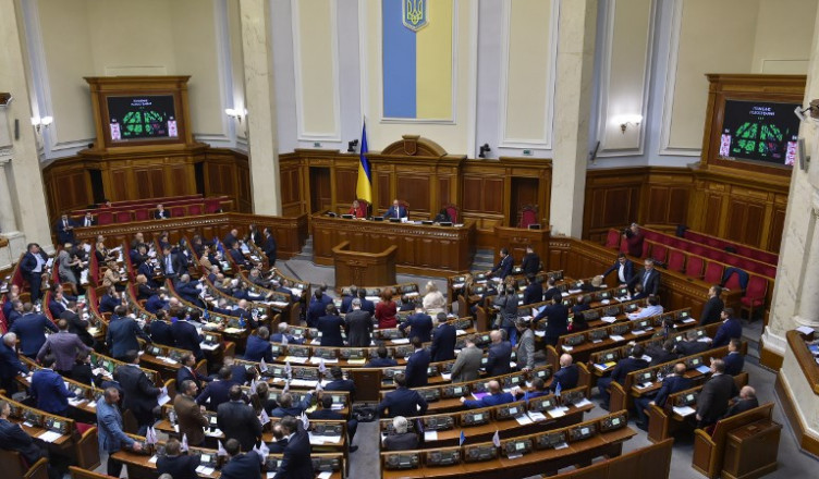 Ukrainian members of parliament of the Verkhovna Rada, the Supreme Council of Ukraine, vote on a bill in Kiev on December 6, 2018, to terminate the Treaty on Friendship, Cooperation and Partnership with Russia from April 1, 2019. - Russia and Ukraine originally signed the Treaty on Friendship, Cooperation and Partnership in May 1997. (Photo by GENYA SAVILOV / AFP)