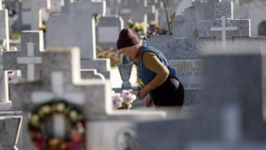 galati-o-femeie-care-asista-la-slujbele-din-cimitirul-eternitatea-a-murit-dupa-ce-s-a-inecat-cu-142910