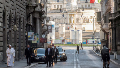 Pope Francis walks in a deserted Rome to pray at two shrines for the end of the coronavirus pandemic, in Rome, Italy March 15, 2020. Vatican Media/?Handout via REUTERS ATTENTION EDITORS - THIS IMAGE WAS PROVIDED BY A THIRD PARTY.     TPX IMAGES OF THE DAY