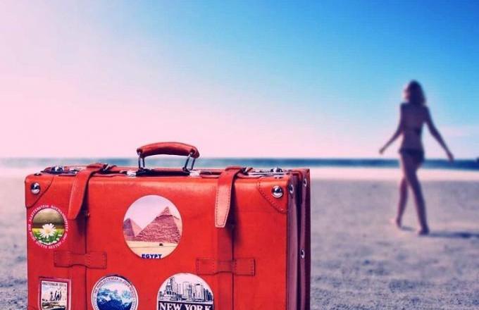 travel-suitcase-750x560