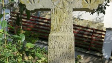 mormantul-lui-vasile-eminovici-bunicul-lui-eminescu-descoperit-de-o-echipa-de-specialisti-si-oameni-de-cultura-de-la-botosani-yYg