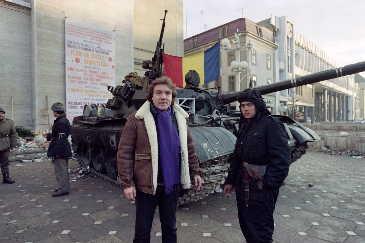 Tanks of the romanian army are parked in front of the Romanian National Opera in the main square of Timisoara on December 25, 1989., Image: 416493503, License: Rights-managed, Restrictions: , Model Release: no, Credit line: Michel GANGNE / AFP / Profimedia