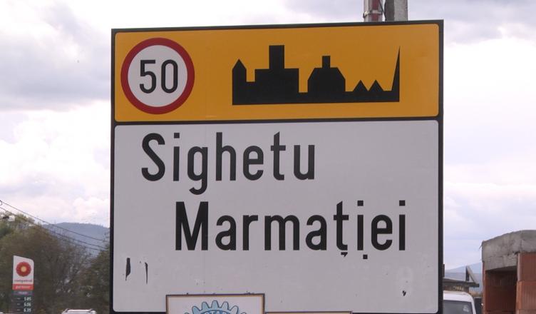 INDICATOARELE-ÎN-LIMBA-MAGHIARĂ-DE-LA-INTRAREA-ÎN-SIGHET-AU-FOST-VANDALIZATE