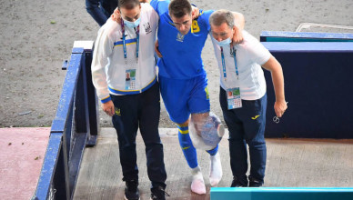 GLASGOW, SCOTLAND - JUNE 29: Artem Besedin of Ukraine is seen with an ice pack around his knee following a challenge by Marcus Danielson of Sweden (not pictured) during the UEFA Euro 2020 Championship Round of 16 match between Sweden and Ukraine at Hampden Park on June 29, 2021 in Glasgow, Scotland. (Photo by Andy Buchanan - Pool/Getty Images)